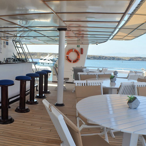 400x_0012_Yacht Anahi Bar _ Jacuzzi Area 2