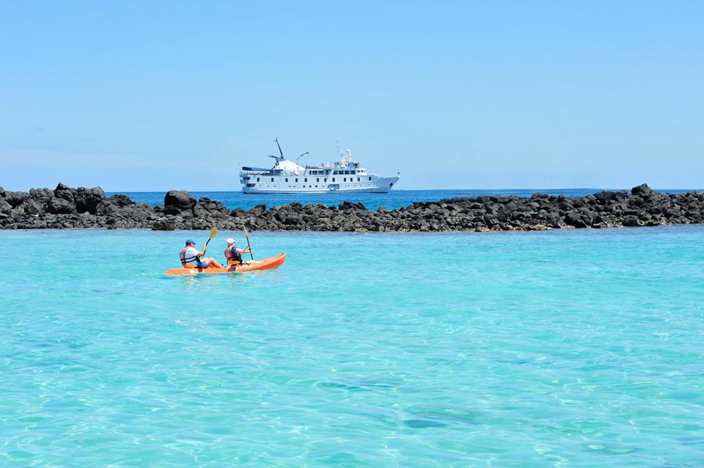 E-Yacht-La-Pinta-Kayak-2