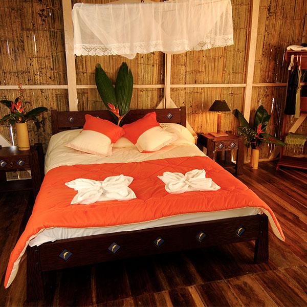 600_0004_Camping_Experience_Hut_Interior_Manatee_Amazon_Explorer