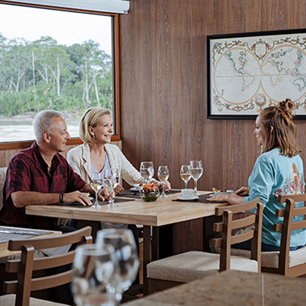 600_0015_Dining_Experience_1_Manatee_Amazon_Explorer